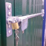 Locking bar